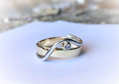 geel en witgouden ring met diamant