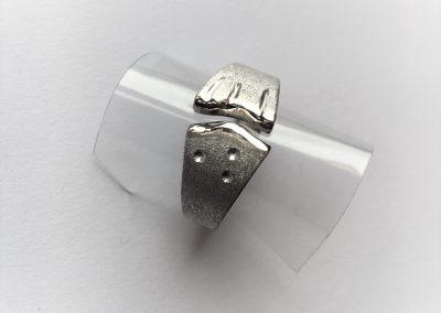 zilveren ring met witgouden accenten